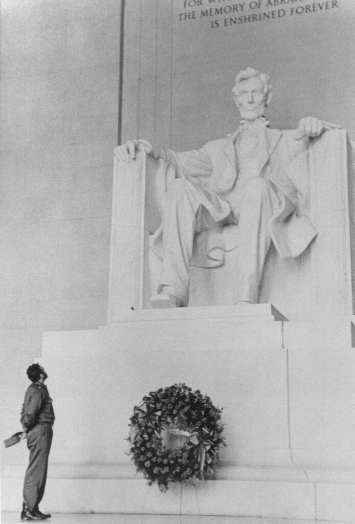 Fidel Castro Visits the Lincoln Memorial